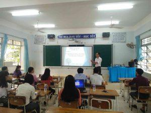 Thầy Trần Anh Tuấn đang hướng dẫn triển khai nội dung chuyên đề